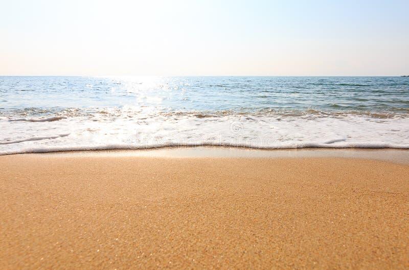 Paysage de relaxation de ciel de plage de mer images stock