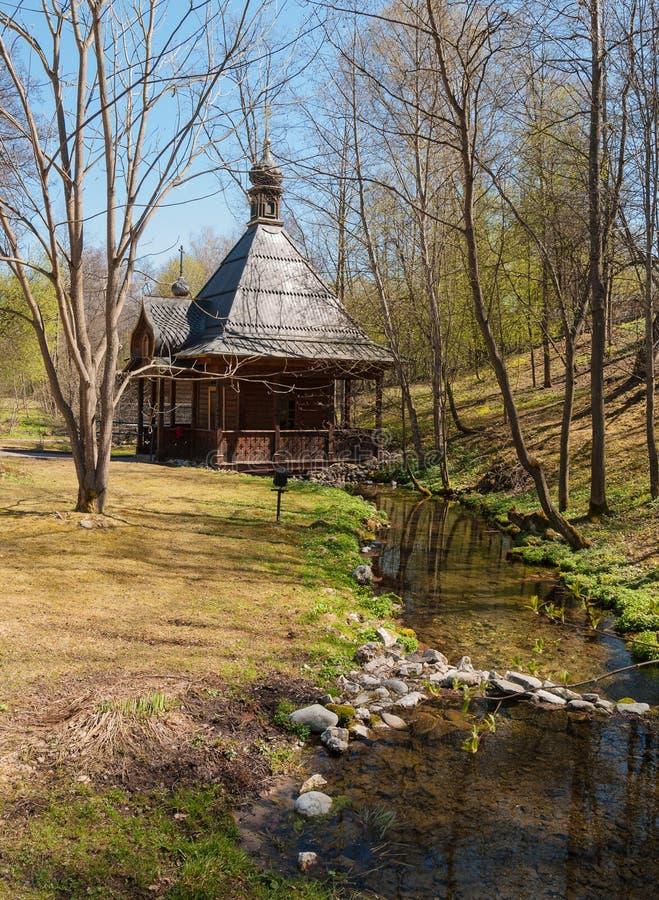 Paysage de ressort avec une chapelle images stock
