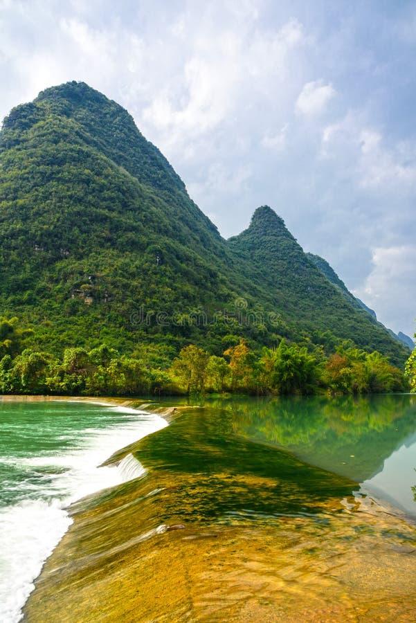 Paysage de rivière de Beautifu Yulong photographie stock libre de droits