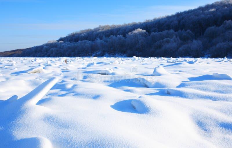 Paysage de rivière d'hiver images stock