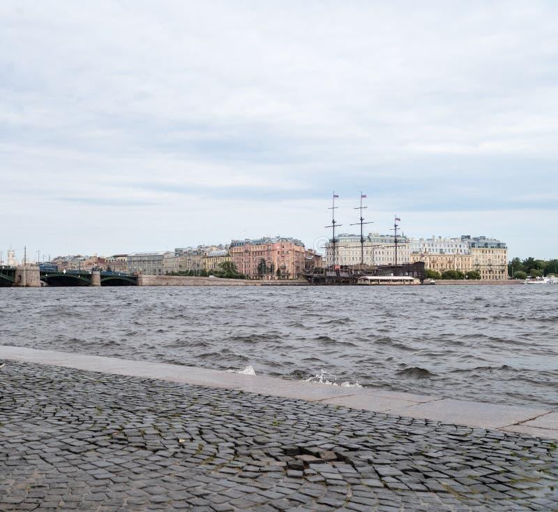 Paysage de rivière de Neva photo libre de droits