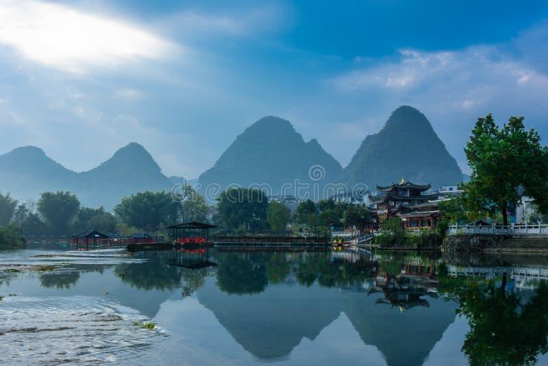 Paysage de rivière de Yulong photographie stock libre de droits