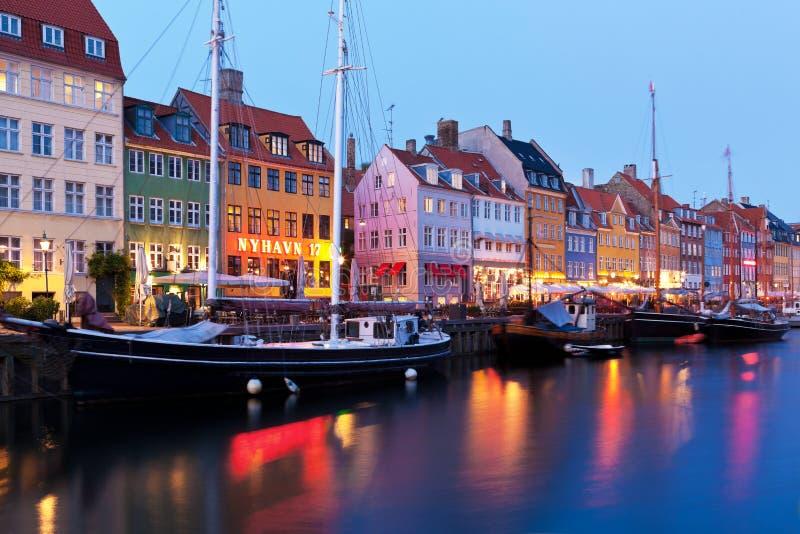 Paysage de soirée de Nyhavn à Copenhague, Danemark image stock