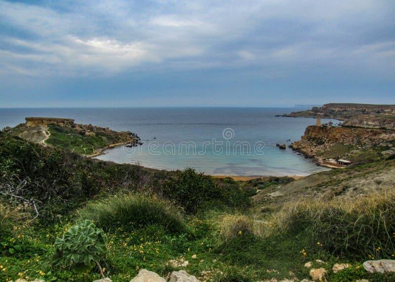 Paysage de stupéfaction de nature maltaise Qarraba entre la baie la Riviera, merci Lippija, Mgarr, Malte de baie de Gnejna et de  images stock