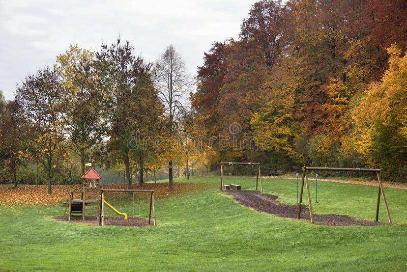 Paysage de terrain de jeu d'automne photos stock