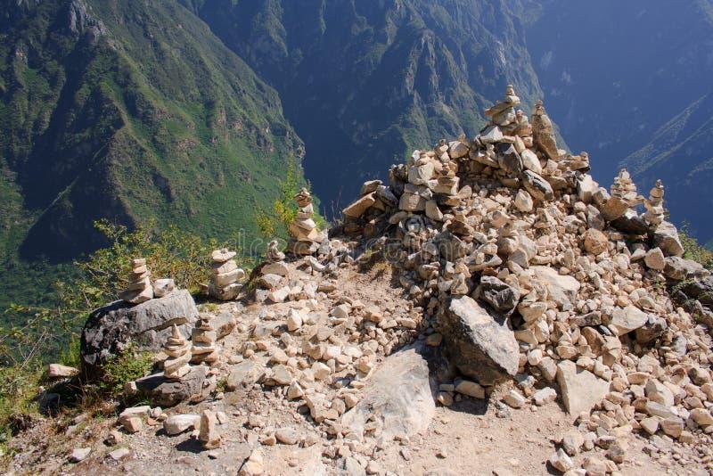 Paysage de tigre sautant la gorge. Le Thibet. La Chine. photos stock