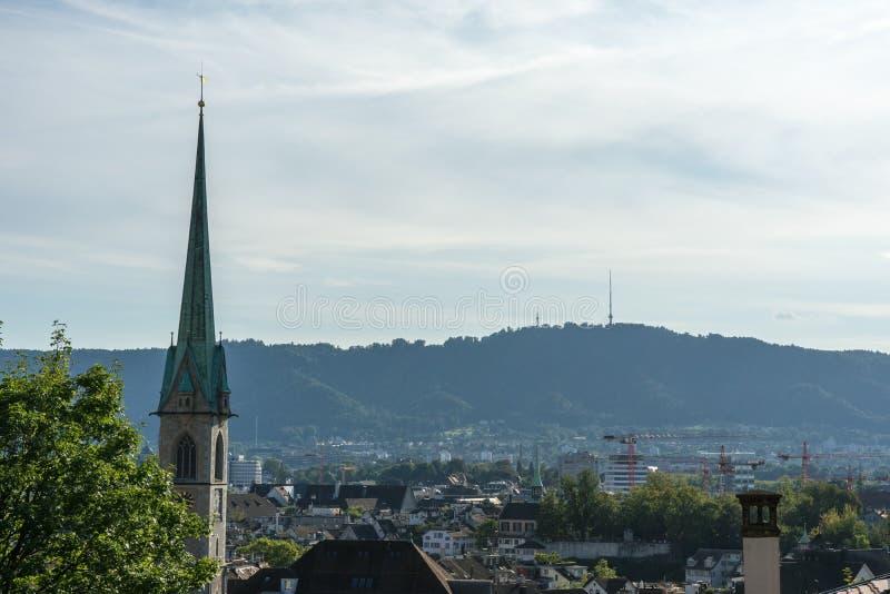 Paysage de vieille ville de Zurich, Suisse de colline d'université en été image libre de droits