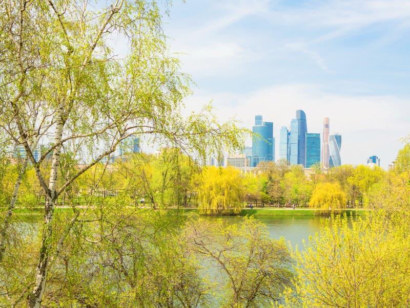 Paysage de ville de ressort de Moscou photo stock