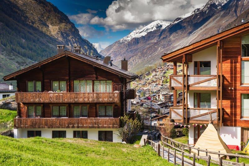 Paysage de ville de vallée de paysage urbain vieux de ville de Zermatt, Suisse, bâtiment d'architecture de paysage de traditionne photographie stock