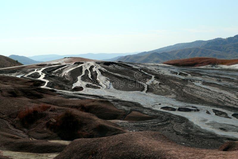 Paysage de volcans de boue dans Buzau, Roumanie photographie stock