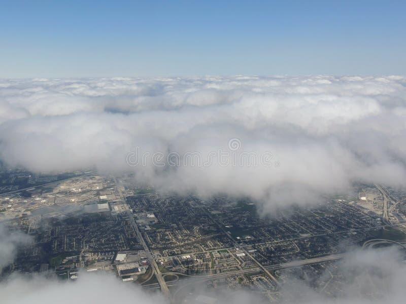 Paysage de vue aérienne et paysage urbain d'Indianapolis par des nuages Vue d'avion Indianapolis est le capital et la plupart de  photo stock