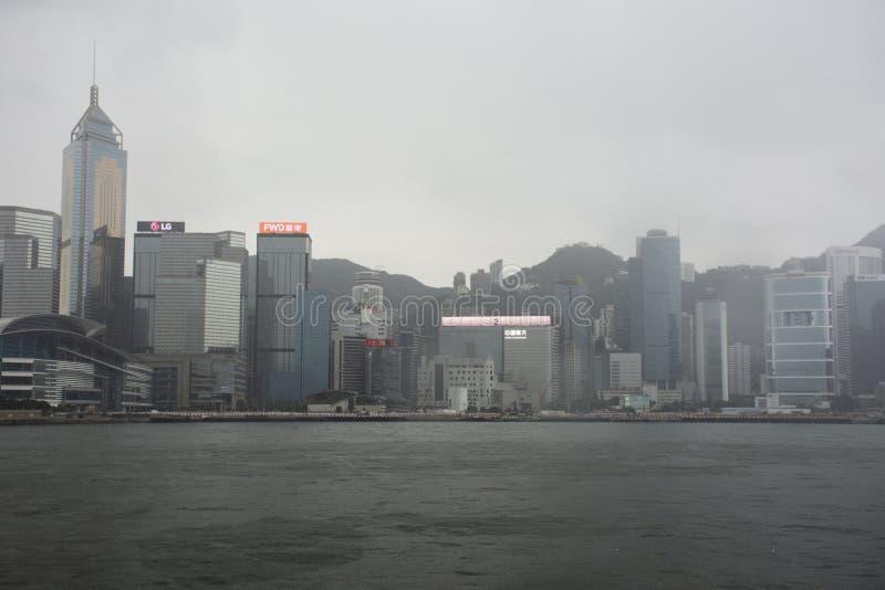 Paysage de vue et paysage urbain d'île de Hong Kong du croisement de ferry d'étoile Victoria Harbour à l'île de Kowloon photographie stock