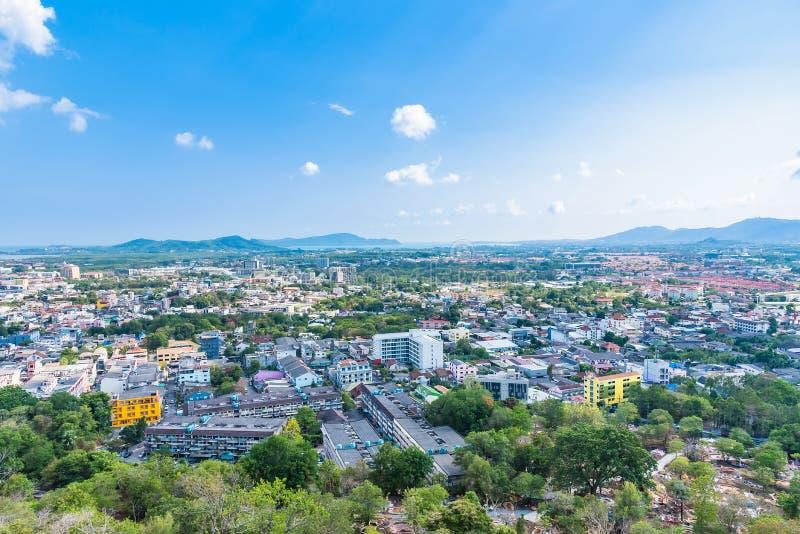 Paysage de vue panoramique et paysage urbain de ville de Phuket à la colline Rang à Phuket, Thaïlande photo stock