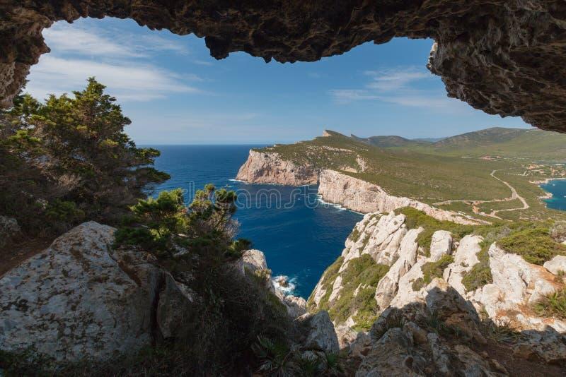 Paysage de westshore de la Sardaigne vu du dei Vasi Rotti de Grotta images libres de droits