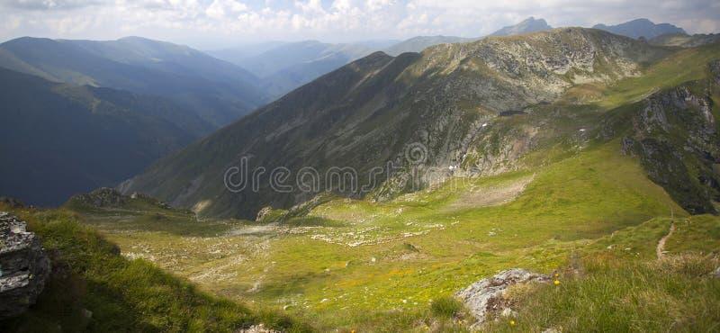 Paysage des montagnes de Fagaras en Roumanie photographie stock libre de droits