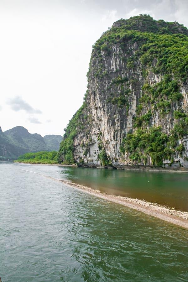 Paysage des montagnes de Guilin, de Li River et de Karst Comté de Yangshuo, ville de Guilin, province de Guangxi, Chine photos stock