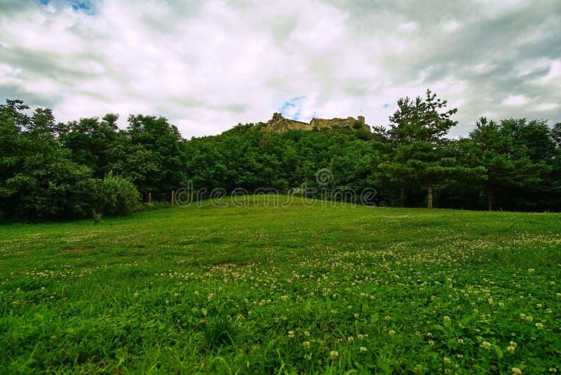 Paysage des ruines de château de Sirok, Hongrie photographie stock