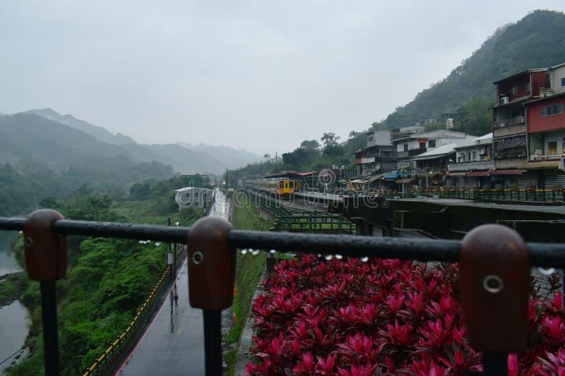 paysage du stationnement de montagne et de train à la station de train de Dahua photographie stock libre de droits