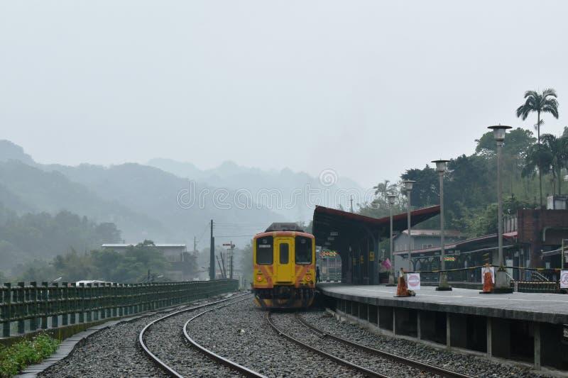 paysage du stationnement de montagne et de train ? la station de train de Dahua photo libre de droits