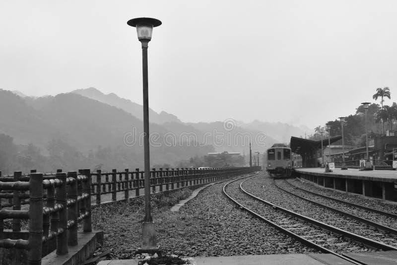 paysage du stationnement de montagne et de train ? la station de train de Dahua photos libres de droits