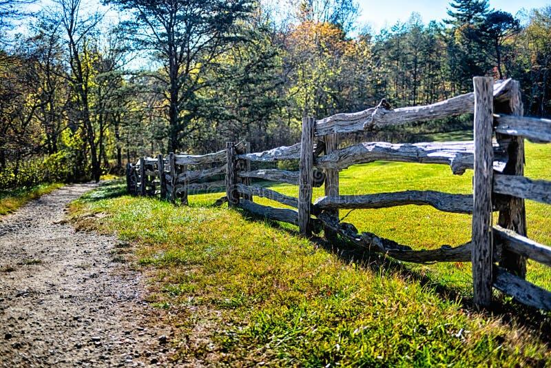 Paysage en pierre de la Caroline du Nord de montagne pendant la saison d'automne photo stock