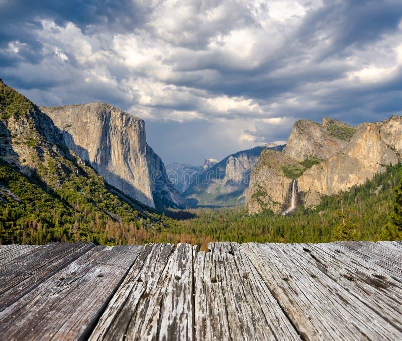 Paysage estival de la vallée du parc national Yosemite images stock