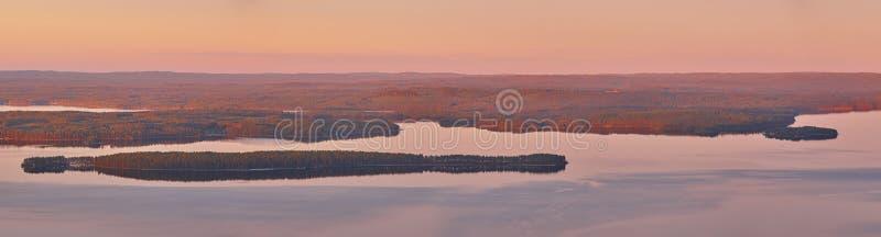Paysage finlandais panoramique au coucher du soleil Lac Pielinien Vue de Koli photo stock