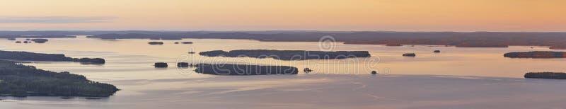 Paysage finlandais panoramique au coucher du soleil Lac Pielinien Vue de Koli image libre de droits