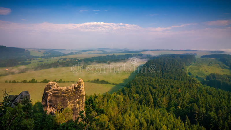Paysage flou dans Adrspach image stock