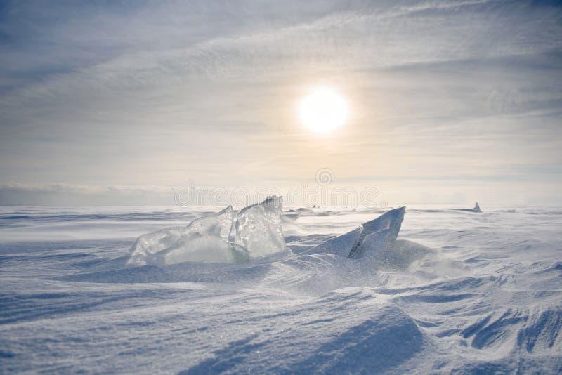 Paysage glacial illimité pendant une tempête de neige images stock