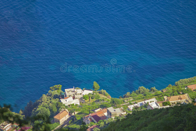 Paysage italien brouillé mais renversant sur la côte d'Almafi image stock