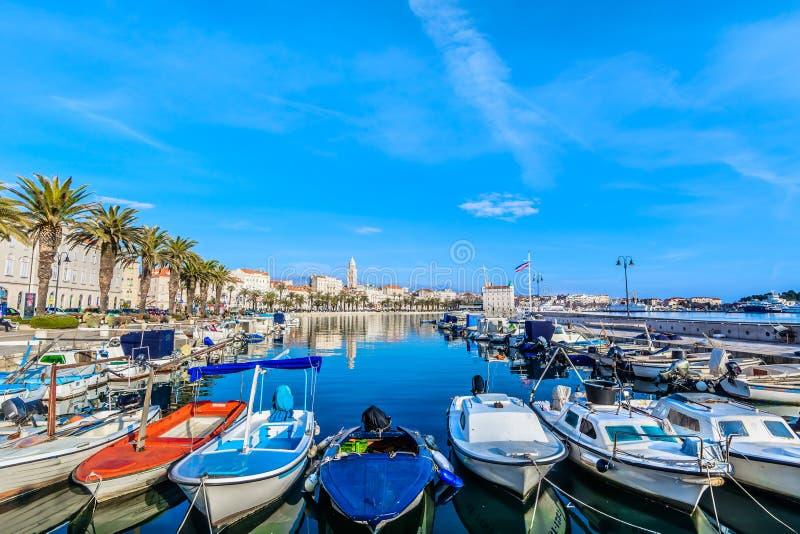 Paysage méditerranéen dans la vieille ville de fente images stock