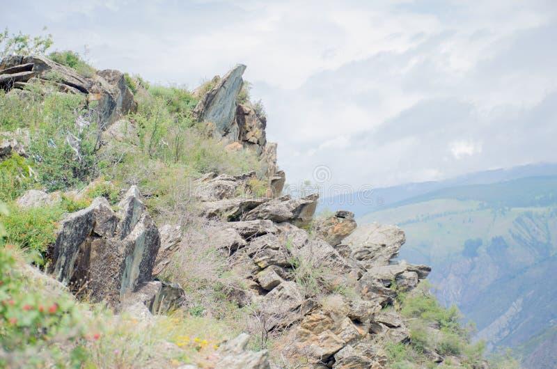 Paysage magnifique hautes montagnes de pierre Altaï Russie image stock