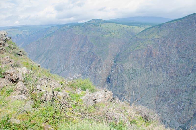 Paysage magnifique hautes montagnes de pierre Altaï Russie images stock