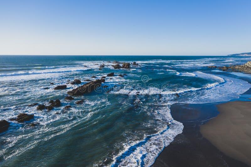 Paysage marin aérien dramatique de côte de l'Orégon image stock