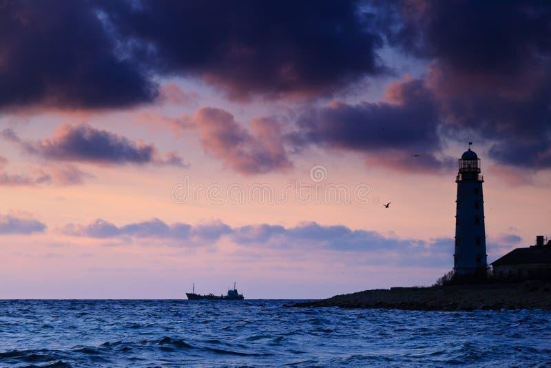 Paysage marin au coucher du soleil. photo stock