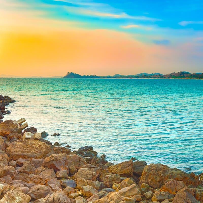Paysage marin au temps de coucher du soleil Beau paysage de l'ocea indien photo stock