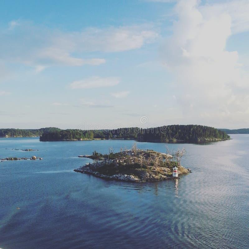 Paysage marin baltique avec peu d'île photographie stock
