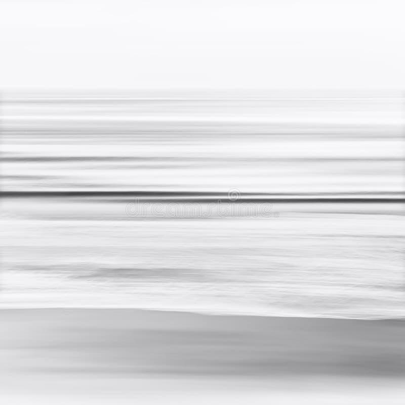 Paysage marin brouillé noir et blanc image libre de droits