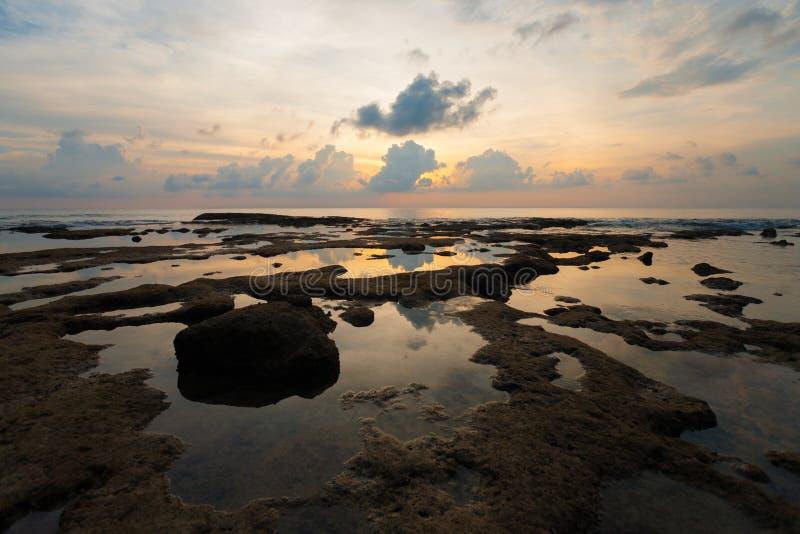 Paysage marin d'île de Neil de réflexion de regroupement de marée de coucher du soleil photo libre de droits