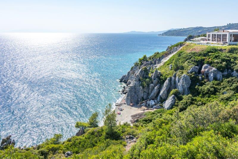 Paysage marin de Kassandra et plage de Loutra, Chalkidiki, Grèce photos stock