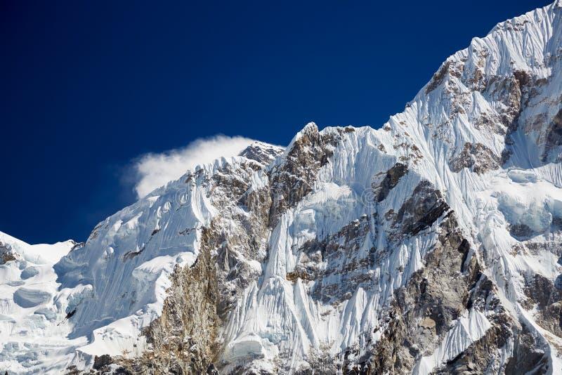 Paysage montagneux de l'Himalaya Falaises abruptes des pics himalayens photo libre de droits