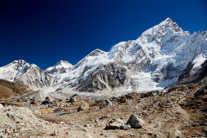 Paysage montagneux de l'Himalaya photos stock