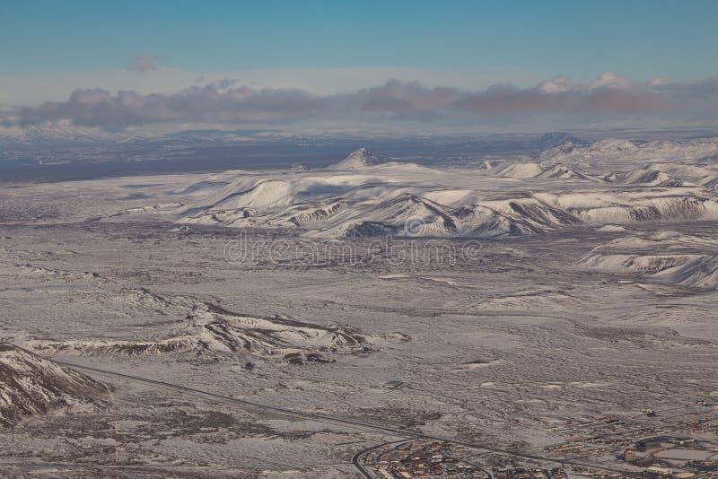 Paysage naturel d'hiver de montagne de l'Islande de vue aérienne image stock