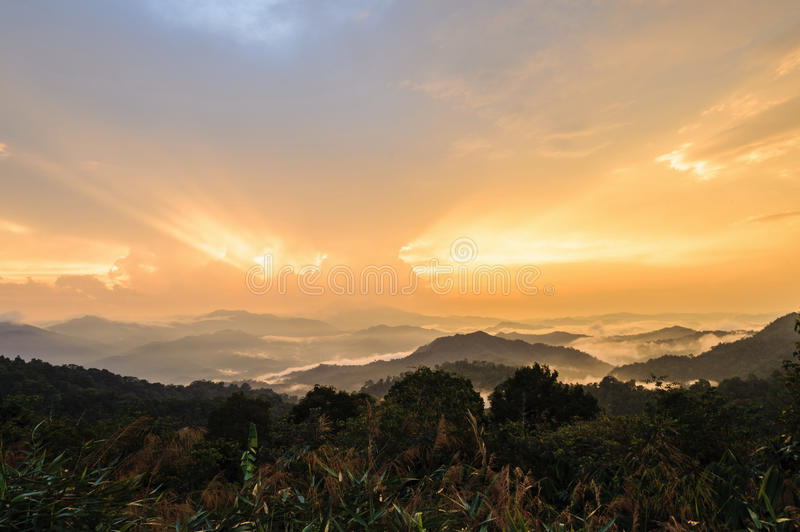 Paysage naturel de montagne de lever de soleil de vue photo libre de droits