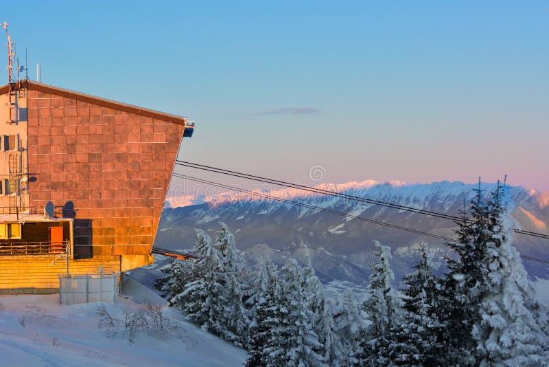 Paysage neigeux d'hiver, Postavaru Brasov, Roumanie Horizontal de montagne image libre de droits