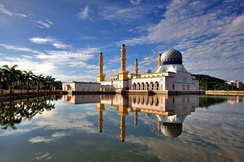 Mosquée de flottement de ville dans Kota Kinabalu Sabah Bornéo images libres de droits