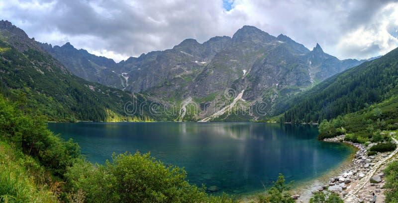 Paysage panoramique de l'oeil de mer de Morske Oko de lac, Zakopane, Pologne, haut Tatras photos stock