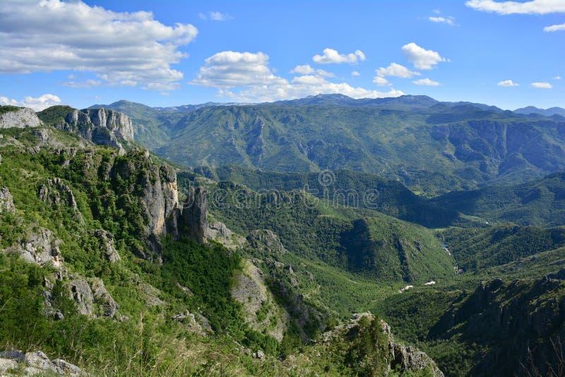 Download Paysage près de Dolovi photo stock. Image du nuageux - 76085736