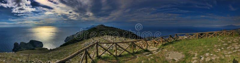 Paysage Punta Campanella, côte Italie d'Amalfi de péninsule d'extrémité photographie stock